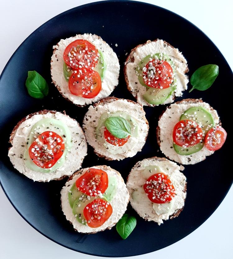 Pusryčių idėjos su humusu